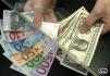 Americký dolar a Euro.