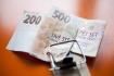 Bankovky, peníze, české koruny, finanční past, dluhy - ilustrační foto.