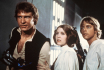 Zleva Harrison Ford jako Han Solo, Carrie Fisherov jako princezna Leia Organa a Mark Hamill jako Luke Skywalker ve slavnm filmu reisra George Lucase Star Wars: Epizoda IV - Nov nadje .