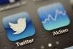 Aplikace Twitter na mobilním telefonu iPhone - ilustrační foto.