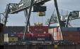 Ilustrační foto - Kontejnery v přístavu v Kolíně nad Rýnem, průmysl, doprava - ilustrační foto.