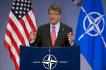 Americký ministr obrany Ashton Carter hovoří v centrále NATO v Bruselu.