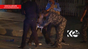 Irácká policie zadržela mladíka, který chtěl spáchat sebevražedný atentát ve městě Kirkúk na severovýchodě země. Chlapce se podařilo zatknout ještě předtím, než odpálil pás s výbušninami, který měl na sobě připevněný. Snímek z vysílání lokální TV.