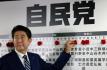 Japonský premiér Abe podle odhadů vyhrál parlamentní volby