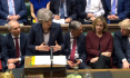 Poslanci vyzvali Mayovou, aby bojovala s ruskými špinavými penězi