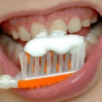 Čištění zubů. Ilustrační foto.