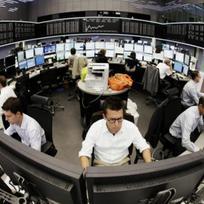 Obchodníci na akciové burze v německém Frankfurtu - ilustrační foto.