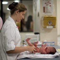 Porodnice - kojenec - mimino - ilustrační foto.