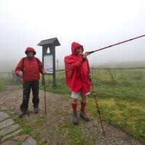 Krkonoše, turisté, nordic walking - ilustrační foto