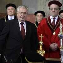 Ilustrační foto - Prezident Miloš Zeman (druhý zleva) se 4. března v pražském Karolinu zúčastnil inaugurace nového rektora Univerzity Karlovy.