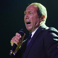 Kanadský zpěvák Paul Anka vystoupil 22. července v Praze.