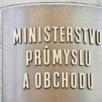Ministerstvo průmyslu a obchodu - cedule na budově ministerstva v Opletaově ulici v Praze