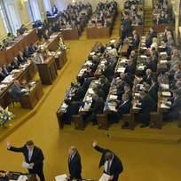 Poslanci při hlasování Poslanecké sněmovny, Poslanecká sněmovna - ilustrační foto.