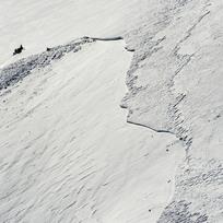 Letecký pohled na Modrý důl v Krkonoších, kde 10. února došlo ke zřícení velké laviny (na snímku z 16. února). Lavina. Ilustrační foto.