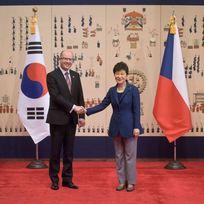 Premiér Bohuslav Sobotka se v jihokorejské metropoli Soulu setkal s prezidentkou Korejské republiky Pak Kun-hje.
