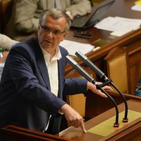 Ilustrační foto - Místopředseda TOP 09 Miroslav Kalousek na schůzi Poslanecké sněmovny 10. července v Praze.