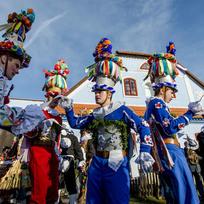 Ilustrační foto - Masopustní průvod masek oživil 30. ledna skanzen na Veselém Kopci na Chrudimsku, kde se konala tradiční masopustní obchůzka. Návštěvníci měli možnost zhlédnout tradiční obyčej, který je součástí světového kulturního dědictví UNESCO. Na snímku jsou členové vesnické skupiny ze Studnic.