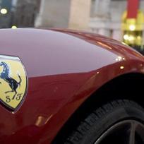 Znak automobilky Ferrari.