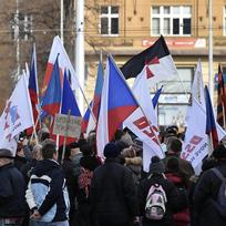 Hnutí Za naši kulturu a bezpečnou zem a Národní demokracie uspořádaly 6. února v Praze protestní pochod proti protinárodní politice vlády, ilegální imigraci a omezování demokratických svobod, jehož trasa byla naplánována z Vítězného na Loretánské náměstí.