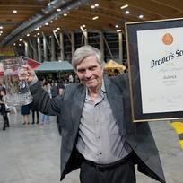 Majitel a sládek pivovaru Jílovice Jan Wünsch se raduje z ocenění absolutní vítěz Zlaté pivní pečetě 2016, které získal 6. února na Mezinárodním pivním festivalu v Českých Budějovicích.
