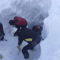 Rozsáhlá lavina (na snímku) v tyrolském Wattenbergu v Rakousku zasypala 17 lyžařů, kteří podle všeho pocházeli z České republiky, nejméně pět z nich neštěstí nepřežilo.