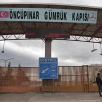 Hraniční přechod na turecko-syrské hranici poblíž města Kilis na jihovýchodě Turecka.