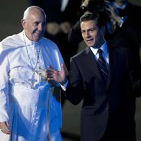 Papež František s prezidentem Enriquem Peňou Nietem.