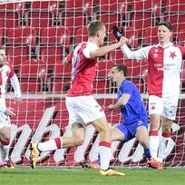 Utkání 17. kola první fotbalové ligy SK Slavia Praha - FC Zbrojovka Brno 13. února v Praze. Autor druhého gólu Slavie, obránce Jiří Bílek (vpravo), se raduje.