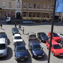 Horní náměstí v Olomouci obsadily 2. dubna automobily v rámci akce upozorňující na připravovaný plán udržitelné mobility. Pořadatelé se neobvyklou akcí snažili upozornit na možná úskalí v uspořádání veřejných prostranství. Fotografie, které na místě pořidili, poslouží při vysvětlující kampani ohledně přívětivých veřejných prostor. Podle pořadatelů je důležité, aby si lidé uvědomili, o co kvůli parkovacím místům ve veřejném prostoru přicházejí.