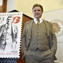 V Baťově vile ve Zlíně se konal 3. dubna křest příležitostné poštovní známky z cyklu Osobnosti: Tomáš Baťa (1876 – 1932). Na snímku je zlínský herec Gustav Řezníček jako Tomáš Baťa.