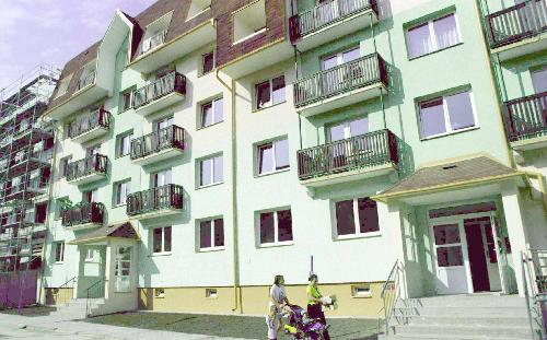 Rekonstruovaný panelový dům - ilustrační foto.