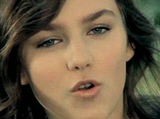 13letá zpěvačka Ewa Farna