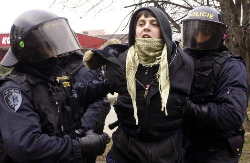 Policie proti antifašistům v Berouně  - videa