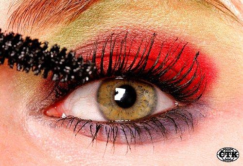 Líčení make up kosmetika oko řasenka barvy ilustrační foto