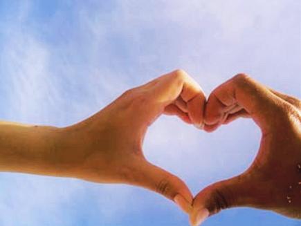 Ruce ve tvaru srdce - ilustrační foto - ilustrační foto