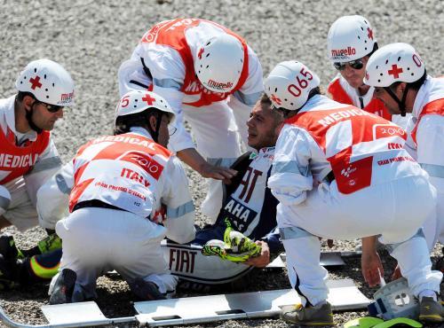 Italský motocyklista Valentino Rossi si při pádu v dnešním tréninku na Velkou cenu Itálie zlomil nohu. Obhájce titulu nepustí zranění do odpolední kvalifikace ani nedělního závodu MotoGP. Podle prvních odhadů bude na závodních okruzích chybět asi dva měsíce. Může tak přijít o dalších pět závodů. - ilustrační foto