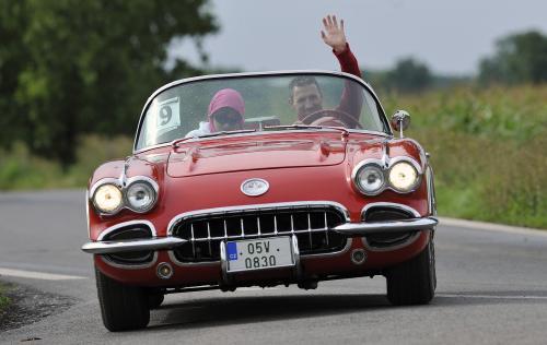 Ilustrační foto - Druhým dnem pokračovala 27. srpna na Mladoboleslavsku mezinárodní soutěž automobilových a motocyklových veteránů, kterou pořádá mezinárodní organizace historických vozidel FIVA. Na snímku je vůz Chevrolet Corvette z roku 1960.