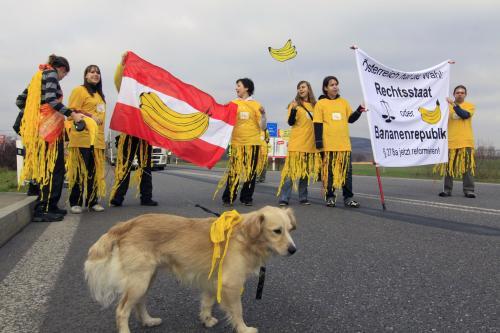 Aktivisté blokovali v Mikulově kvůli procesu přechod s Rakouskem - ČeskéNov