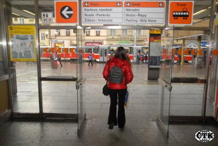 Stanice metra a zastávka tramvají Národní třída.