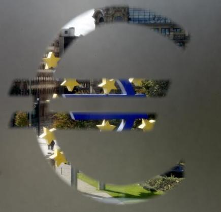Euro - EU - mna - logo - znak. Ilustran foto.
