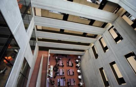 Nová budova Fakulty architektury ČVUT v Praze byla slavnostně otevřena 22. února.
