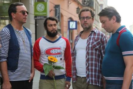 Snímek z filmu Polski film. Na snímku zleva Tomáš Matonoha, Pavel Liška, Josef Polášek a Marek Daniel.