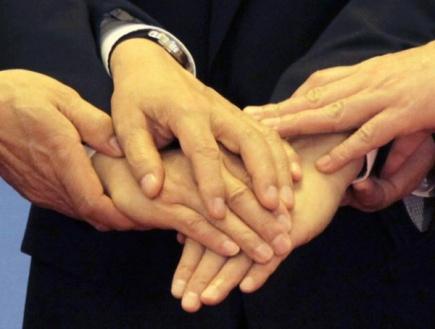 Ruce, podání rukou - ilustrační foto