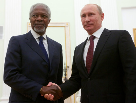 Zmocnnec OSN a Ligy arabskch stt Kofi Annan (vlevo) a rusk prezident Vladimir Putin.