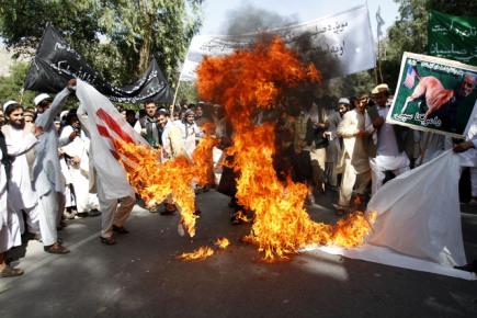 Muslimská demonstrace proti americkému filmu Nevinnost muslimů v afghánském městě Dželálábád.