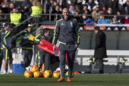 Nový trenér Realu Madrid Zinedine Zidane na tréninku.