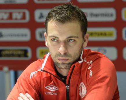 Záložník fotbalové Slavie Praha Josef Hušbauer.