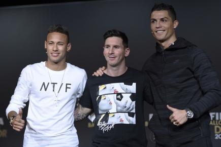 Vyhlášení fotbalových cen Zlatý míč - na snímku finalisté ankety (zleva) Neymar, Messi a Cristiano Ronaldo.