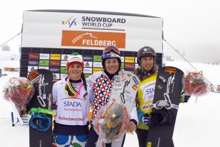 Eva Samková vyhrála závod Světového poháru ve snowboardcrossu v německém Feldbergu. Olympijská vítězka triumfovala v SP počtvrté v kariéře, ve finále za ní dojely Italka Michela Moioliová a Chloe Trespeuchová z Francie.