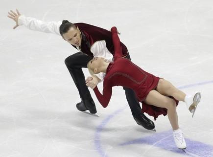 Ruská sportovní dvojice Taťjana Volosožarová a Maxim Traňkov na krasobruslařském ME v Bratislavě